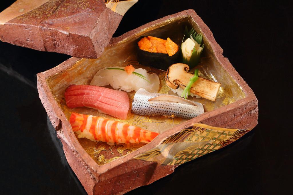 ごちめし編集部がオススメ。職人の技が堪能できる東京、兵庫、福岡の寿司4選